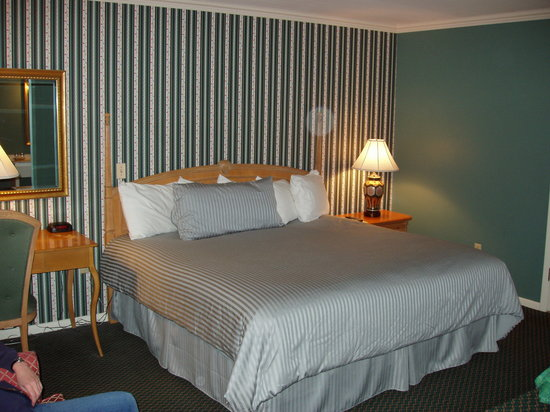 Historic Summit Inn : King bed with Valley View