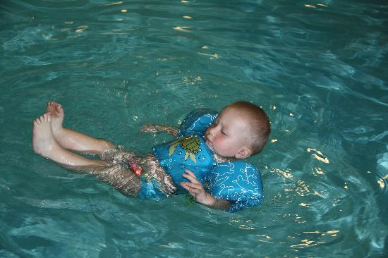 Staybridge Suites Oakville: The indoor heated pool was the best!
