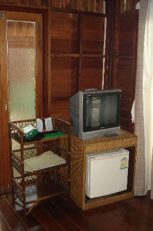 Sunset Cove Resort: TV, DVD, and refrigerator in the front room