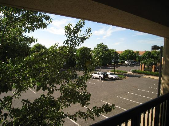 Courtyard Cranbury South Brunswick: View from the Back of the Hotel.