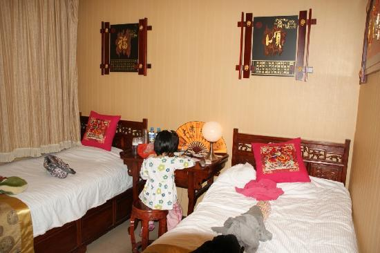 Courtyard View Hotel (Emperors Guards Station HouHai): Standard room with twin beds