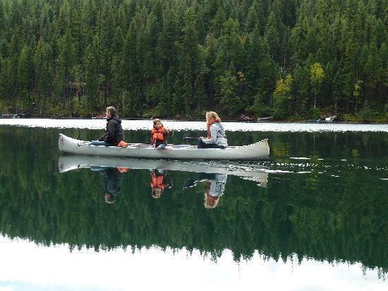 Holland Lake Lodge: Canoes provided by the lodge