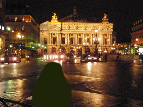 Opera district: オペラ地区の中心部