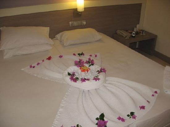 Queen Resort Hotel: bedroom on second day