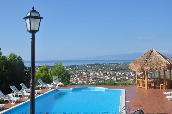Piscina picture of acqua di friso cropani marina tripadvisor - Acqua orecchie piscina ...