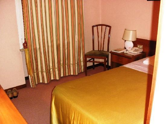 Hotel des Artistes : Single bedroom