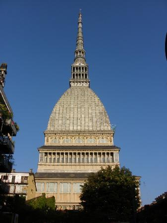 Hotel des Artistes: 3 minutes walk from hotel - the tower offers panoramic views of Torino