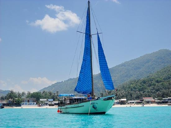 ‪كو فانجان, تايلاند: Itsaramai under Sail - Chaloklam Bay - Koh Phangan‬