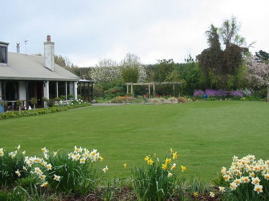 The Manor Bed and Breakfast: Springtime at The Manor