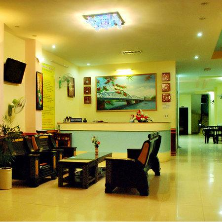 Valentine Hotel: reception/lobby