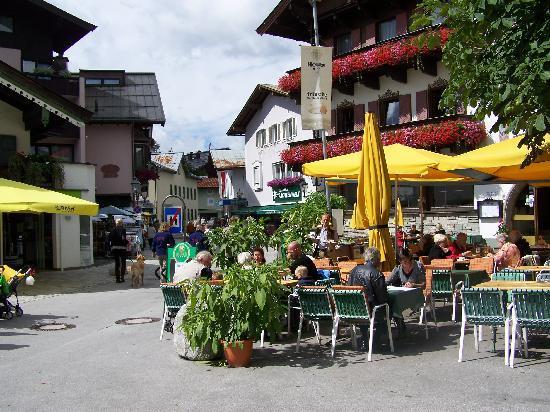 St. Johann in Tirol, Österreich: The Square