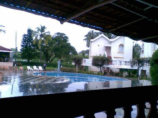 Whispering Palms Beach Resort: Hotel View from Oprn Restaurent