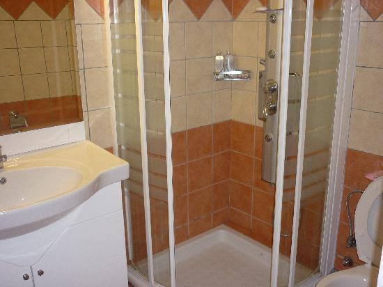 Stevens on the Hill: Bathroom