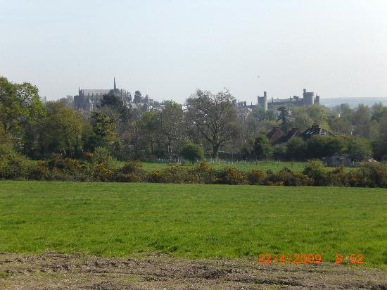 Hanger Down House Bed and Breakfast: View of Arundel Castle from our lane