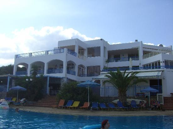 Sunshine Village : shot of te hotel & pool, a little tatty