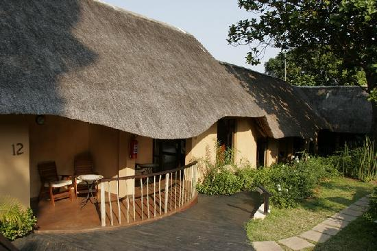 AmaZulu Lodge: Inside the lodge - the rooms with separate veranda