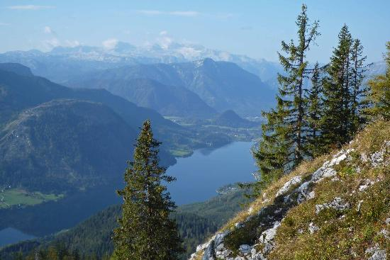 Grundlsee, Autriche : Blick auf den See von Gössler Alm