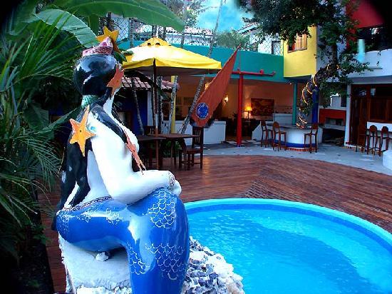 Aos Sinos dos Anjos - Art Hotel : Piscina
