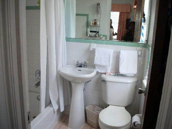 Majestic Hotel South Beach Bathroom