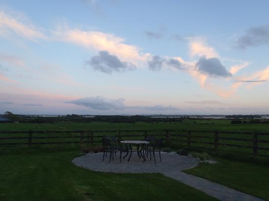 Bunratty Meadows Bed and Breakfast: Veiw from the front door