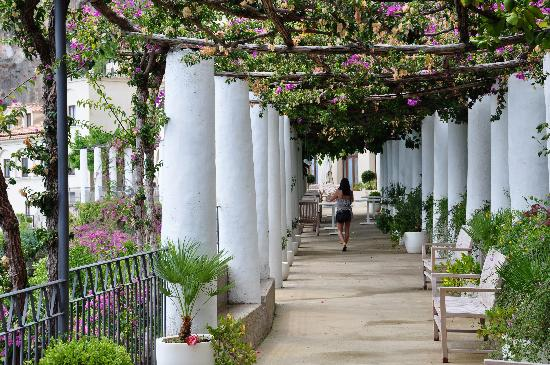 NH Collection Grand Hotel Convento di Amalfi : The walk to and from the pool