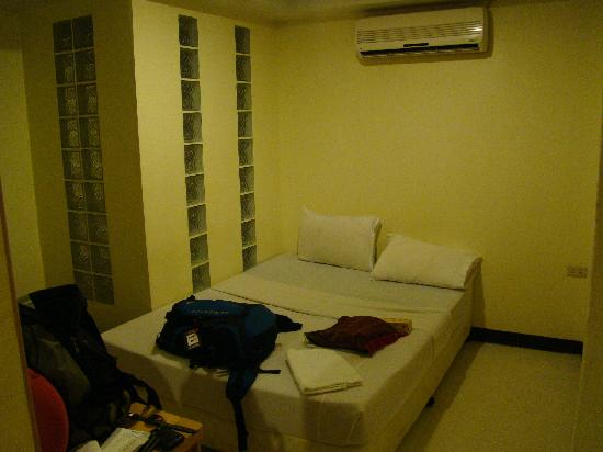New Merry V Guesthouse: Double room