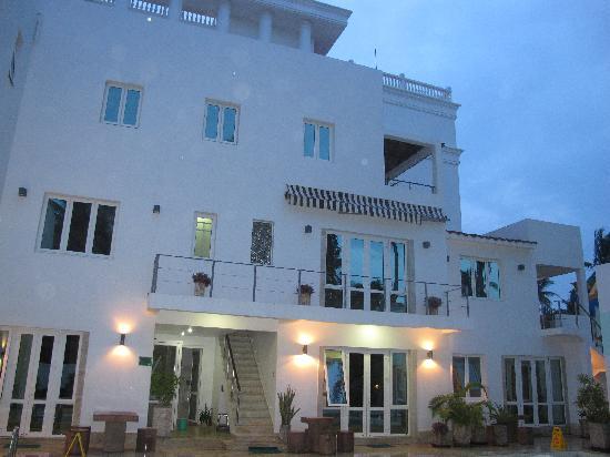Shades Resort: the hotel at night