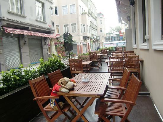 Santa Ottoman Hotel: outside cafeteria