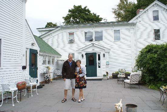 Hounds Tooth Inn: Our Hosts:  Norm & Randee