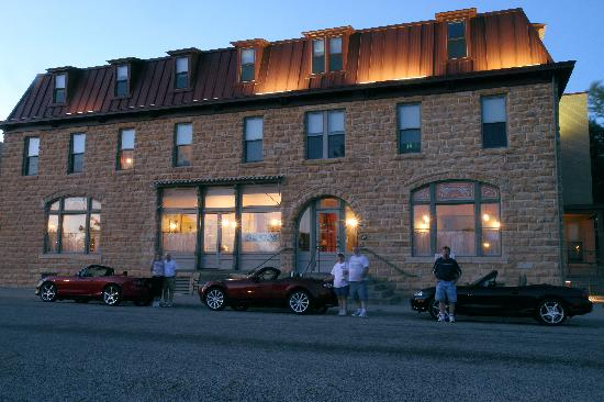 Midland Railroad Hotel : Front in the evening.