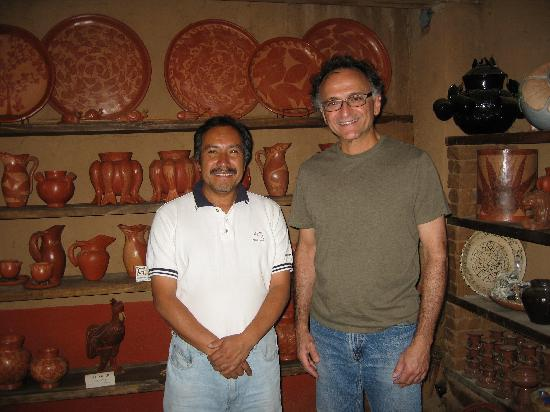 Patzcuaro, Mexiko: Nicolas (artist) and Bart (admirer and collector)