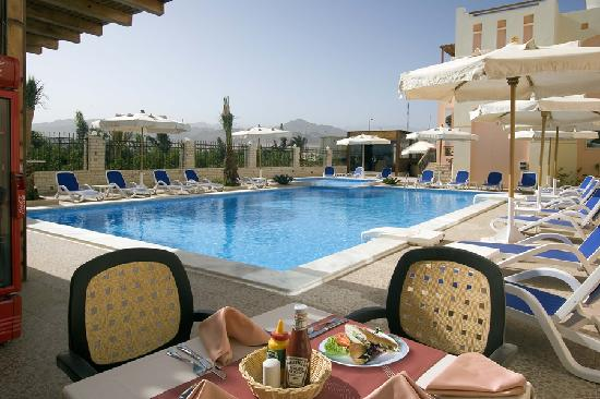 4S Hotel: Poolside Restaurant and Bar