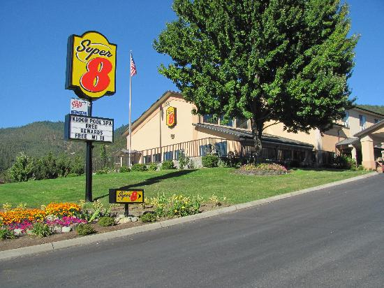 Super 8 Grants Pass: the store