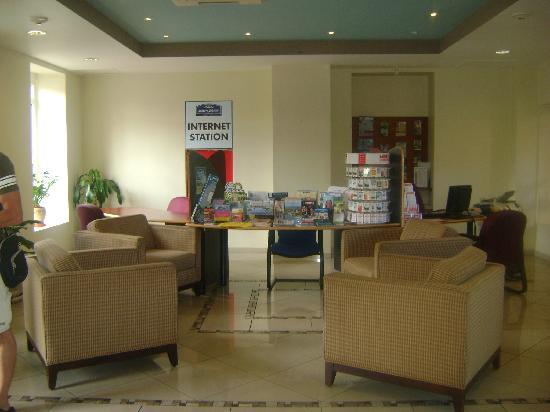 E M City Hotel: Recepción del hotel