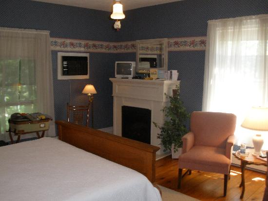 Beechwood Manor Inn & Cottage: Our Room for the Weekend - The Enid