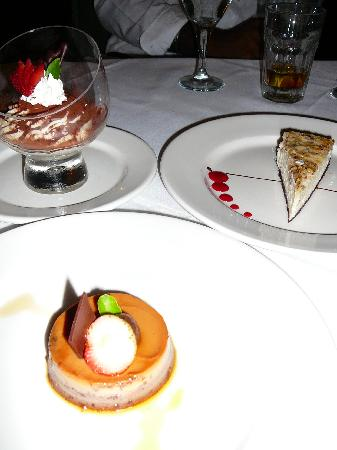 Jewel Dunn's River Beach Resort & Spa, Ocho Rios,Curio Collection by Hilton: desserts at Moonstone
