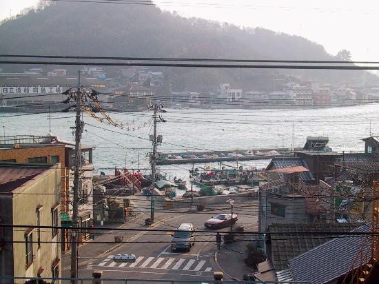 尾道市, 広島県, 山と海の近い風景