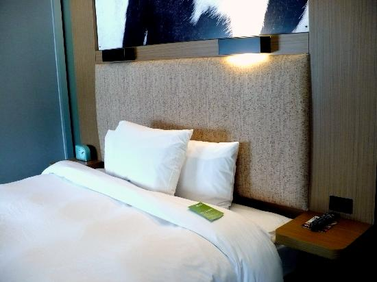 Aloft Milwaukee Downtown: Trendy Bedding