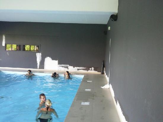 Ferrieres-en-Brie, Francja: une piscine extra...