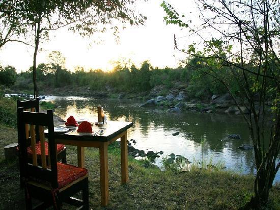 Mara Timbo Camp: Mara Timbo Camp - bush breakfast