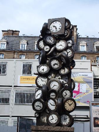 Londres et New York Hotel : La torre de relojes se halla a escasos metros del hotel.
