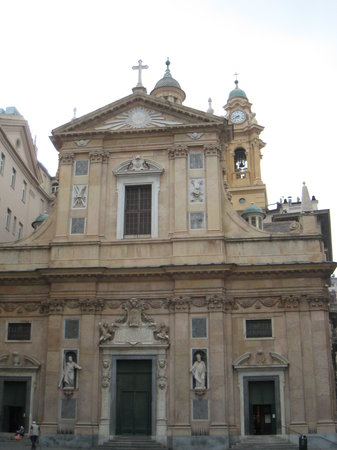 Génova, Italia: The front of the Chiesa del Gesu just steps away from Piazza de Ferrari
