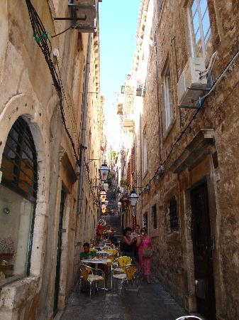 Dubrovnik, Croacia: Small alleyways