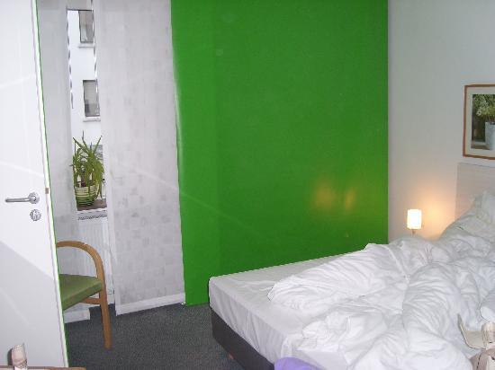 Max Hotel Garni: Our room