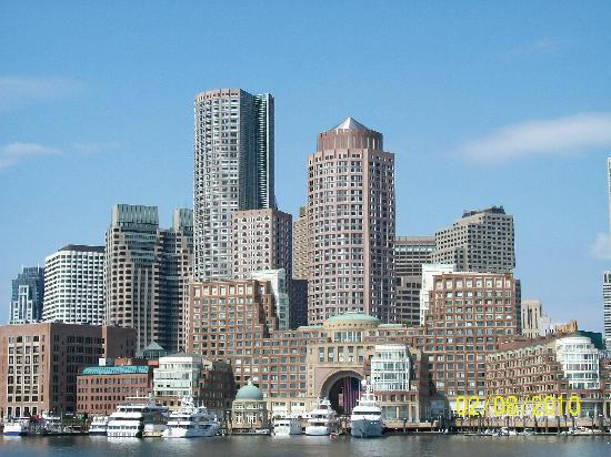 Boston, MA: Skyline from the harbour tour