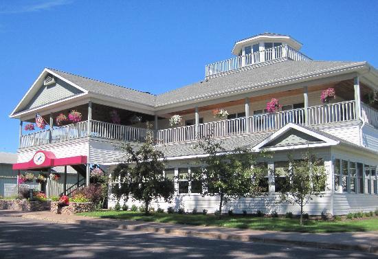 Madeline Island Bell Street Tavern