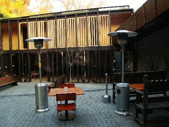 The Aubrey Boutique Hotel: patio interior