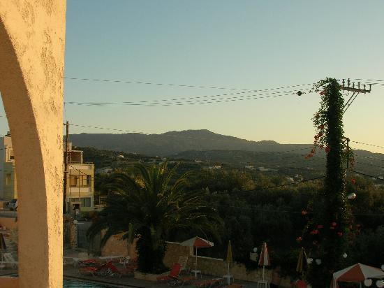 Rethymno Sunset Hotel: View from our hotel room - beautiful
