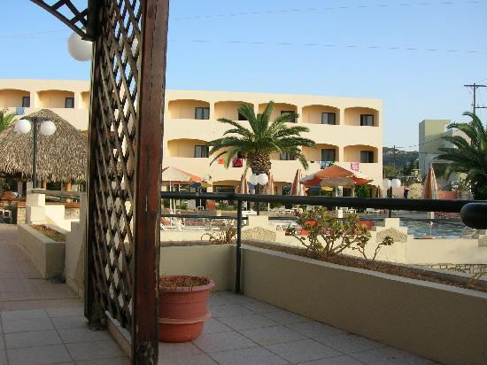 Rethymno Sunset Hotel: Hotel complex, absolutely nothing wrong with it