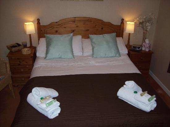 Sgeir Mhaol Guest House: tastefully decorated double room/ensuite,to rear of house